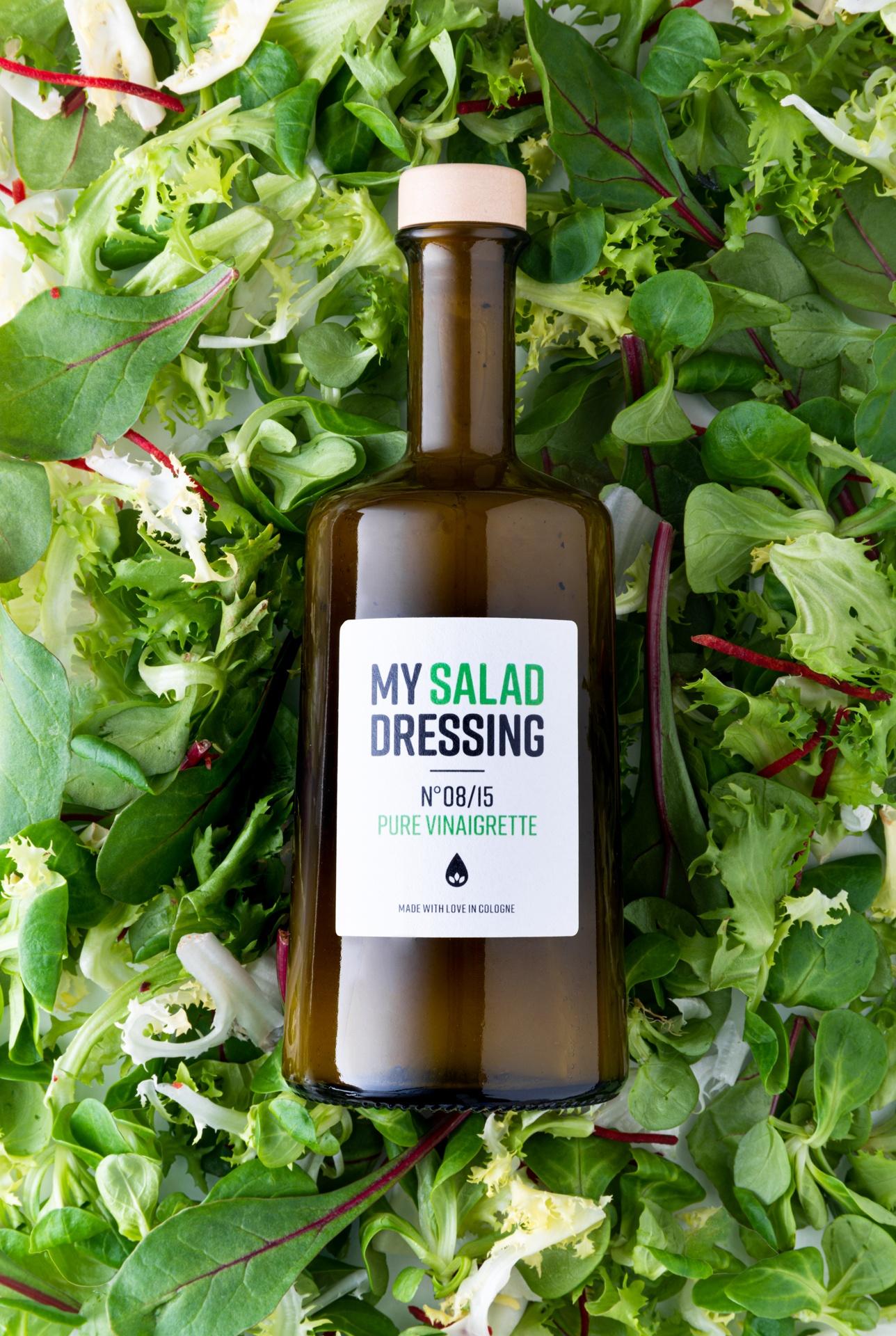 My Salad Dressing No08/15Pure Vinaigrette Produktbild Hintergrund Salat