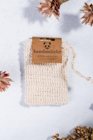 Seifensäckchen Bambusliebe Produktbild geschlossen mit Blumen
