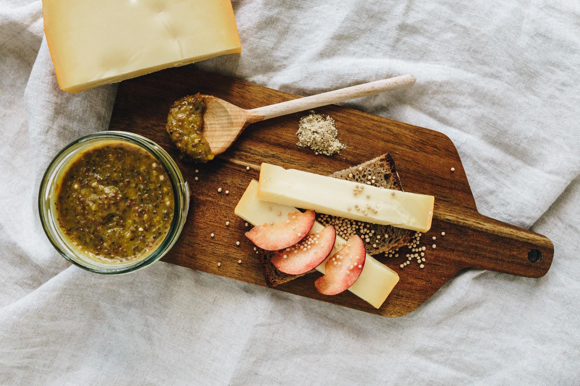 Käse und Pflaumensenf von der Nippesküche