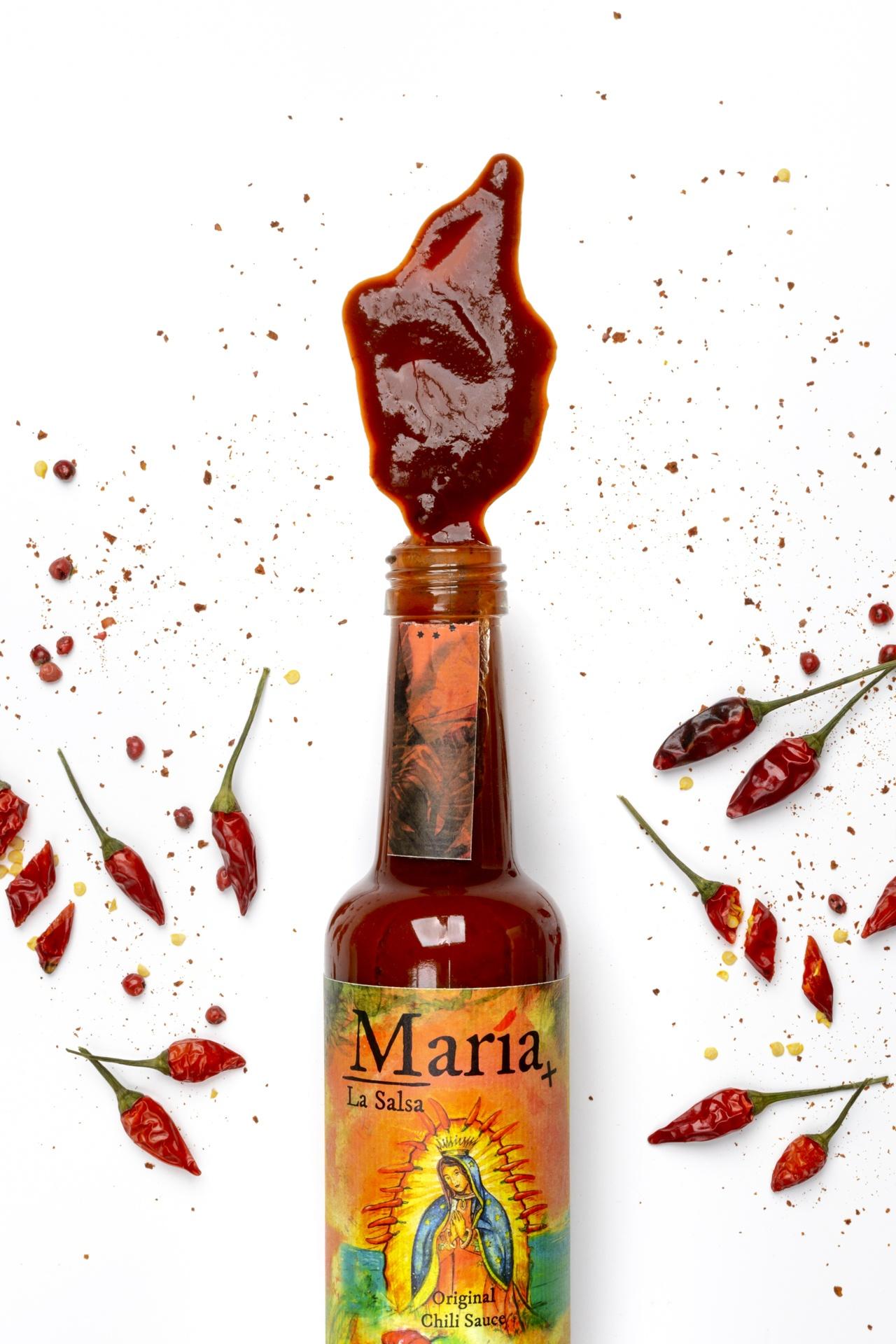Geöffnete sehr scharfe Chilisauce Scorpion Chili und Mira