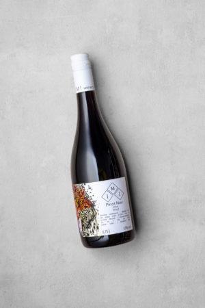 Pinot Noir - eine Flasche trockener Rotwein