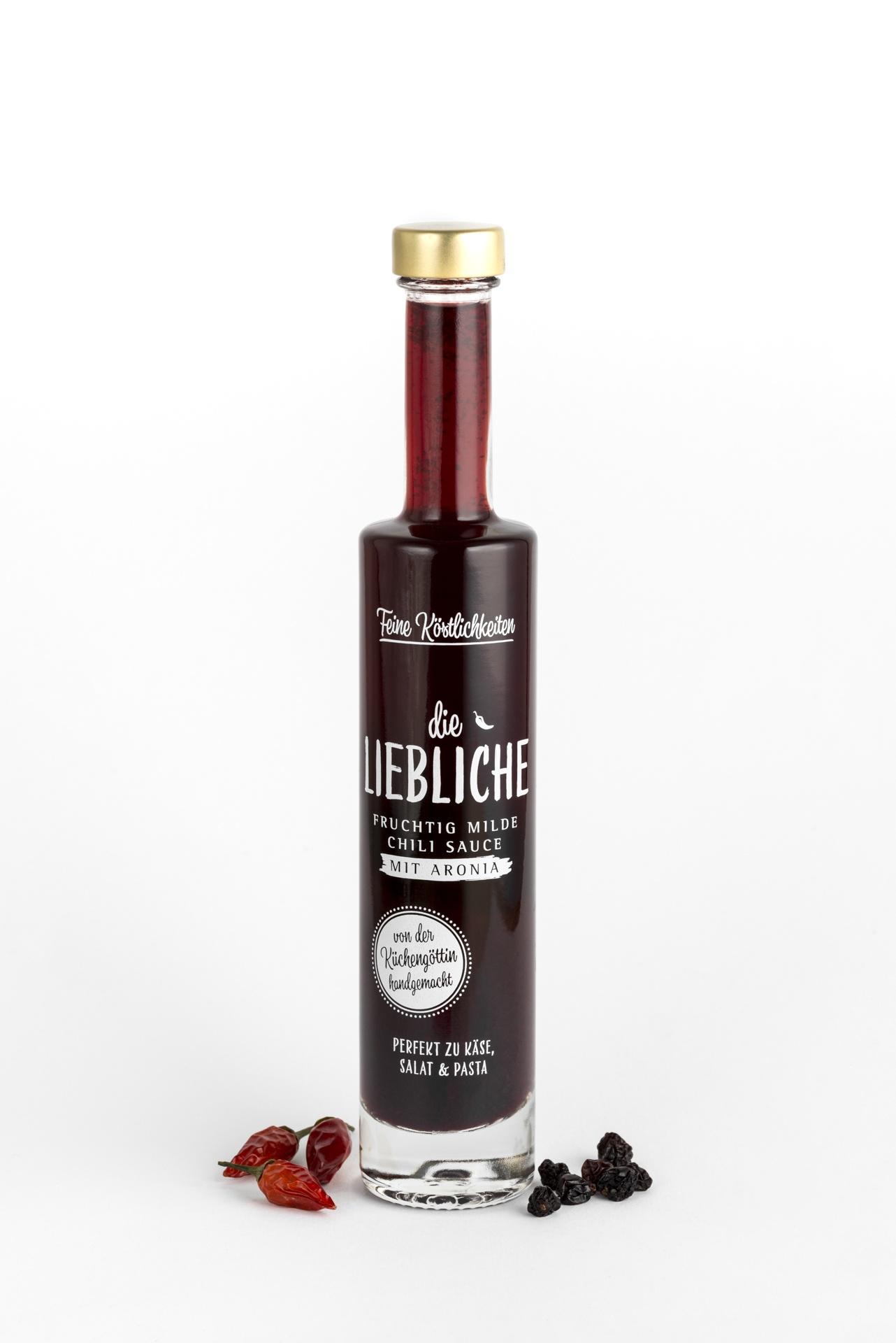 Eine Flasche Chili Sauce mit Aronia