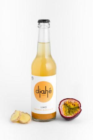 Limonade aus Ingwersaft und Maracuja
