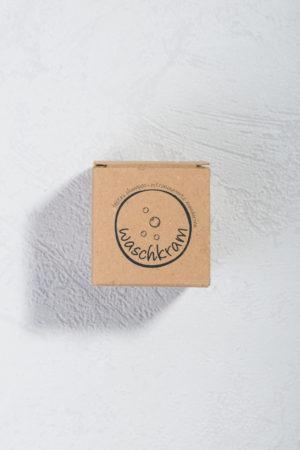 Natürlich festes Shampoo Shampookugel Zitronemyrte Mandarine von Waschkram Produktfoto geschlossen